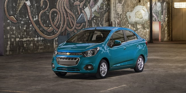 Chevrolet Beat Notchback 2020, sedán con defensas al color de la carrocería y cristales tintados